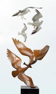 Twee meeuwen met vis © Evert den Hartog