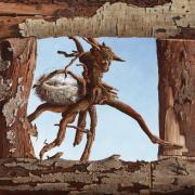 Vreemde vogel in een lijst van origineel openhaardhout © Rob Møhlmann